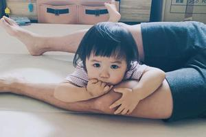 1岁就超会摆pose!江宏杰晒小小爱照片萌翻众人