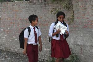 墨西哥首都引入中性校服 允许男生穿裙子上学