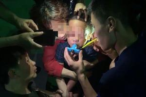 6岁女孩嘴唇被陀螺玩具夹住 消防员不到3分钟取下