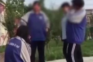 石家庄一中学三女生校外殴打同学