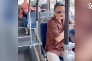 老人带马桶让孩子车上大便 乘客制止遭怼:不讲理