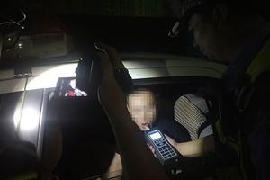 醉驾奶爸把7月大孩子放副驾去接妻子下班 已刑拘