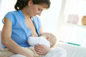 儿科专家张思莱:妈妈最佳喂奶姿势