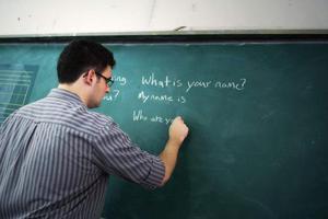 暑期外教扎堆:留学生、旅游者都能当外教