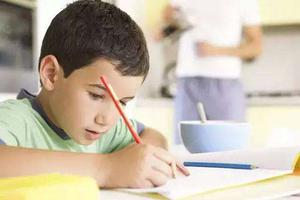 儿子写作业拖拉 40岁孕妈气到高血压提前产下二胎