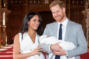 如何抚养孩子?英国哈里王子夫妇6周换3个保姆