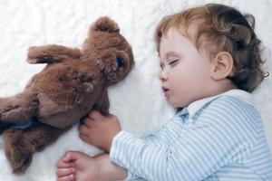 小孩子也会失眠?家长这样应对