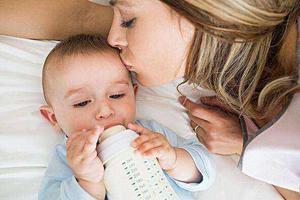 """宝宝夜奶难""""戒""""?从减少夜间喂奶次数开始"""
