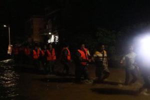 湖南安仁縣普降暴雨 致部分農房垮塌中小學停課