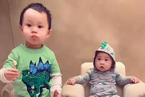 关颖晒儿子们逗趣视频 兄弟俩穿同款衣服感情超好