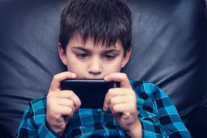 中消协:青少年初次接触网游呈低龄化