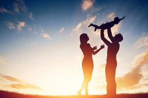 婴幼儿期孩子的家长如何自我培养?