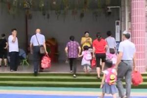 """首批二孩们该入园 有地方幼儿园开启""""摇号""""模式"""