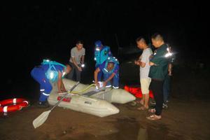 女子带4名孩子河边玩水溺亡 救援队:河内有深坑