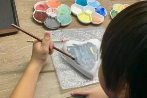 林志颖分享KIMI陶瓷处女作 写兄弟三人名字很有爱