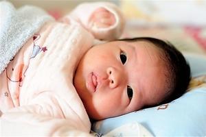 哪种睡觉姿势有利于宝宝的发育?