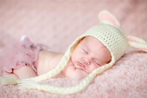 宝宝出现突然不吃母乳和奶粉是什么原因?