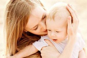 宝宝爱出汗、枕秃或肋骨外翻就是缺钙?该怎么补钙和维D?