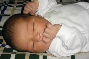 宝宝出现咽炎咳嗽时,需要怎样护理及治疗?