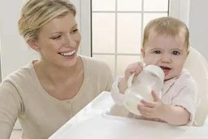 平时应该怎样训练宝宝使用奶瓶?