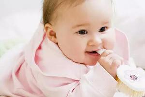 宝宝出现的疝气需不需要手术治疗?