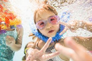 夏季青少年溺水事故频发 如何扎牢安全篱笆?