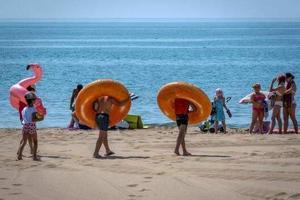 法国马赛海滩儿童走失事件频发 警方提醒家长注意