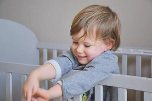 分床睡和分房睡,孩子多大最合适?