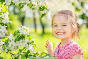 孩子磨牙,是因为缺钙或有蛔虫吗?