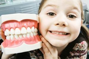 为啥有的孩子会牙齿不整齐?如何预防牙齿不整齐?