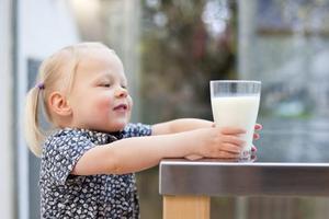 奶喝得越多越好?