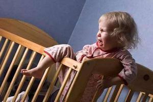南京一4岁男孩不肯睡觉 家长无奈报警