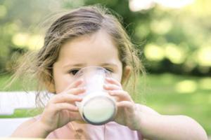 婴幼儿如何科学摄入乳制品和钙