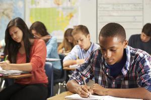 报告显示:中国儿童六成参与课外班