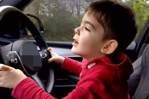 哭笑不得!8岁男童偷开车 却因高时速吓得身体不适