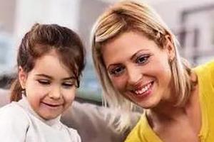 问孩子更喜欢哪个家庭成员是不是对他很不好?