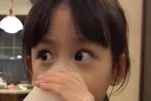 孙莉晒多妹视频大眼灵动 多多为妹妹做奶茶超暖心