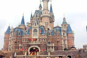 母婴周刊:上海迪士尼妥协了!游客可携自用食品入园