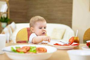 """关于""""孩子吃饭"""",合格家长必须知道这3件事!"""