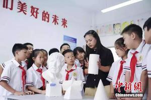 中国第一所希望小学开学 第一课老师讲了这两个字