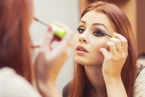 化妆品中化学成分或导致女性不孕不育 引发乳腺癌