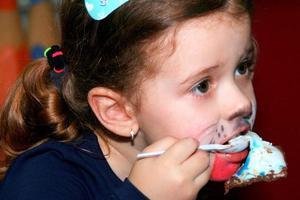吃得太饱可能会损伤儿童脑健康