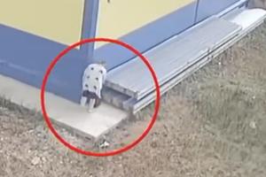 俄女子工作中途外出生娃 装袋丢垃圾桶继续上班