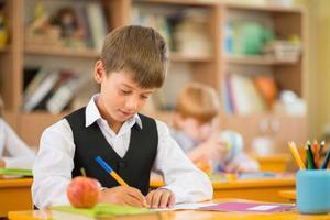 孩子们校外生活都在干啥?报告称最多还是做作业
