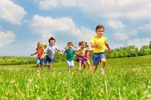 """联合国儿童基金会:全球范围内儿童面临""""新型威胁"""""""