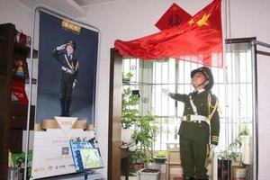 10岁男孩每天6点在家升国旗 已坚持7年梦想考军校