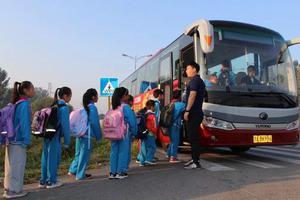 """北京平谷开17条""""安全校车""""线路 覆盖6所农村学校"""