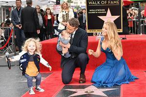 布莱克·莱弗利两个月前产三胎 性别名字还未知
