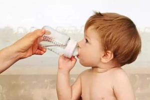 要不要给小宝宝喂葡萄糖水