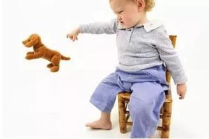 宝宝反复扔东西是在学本领?
